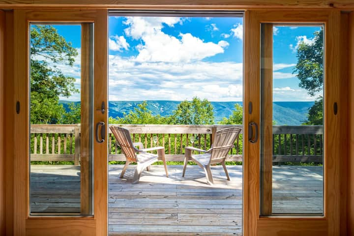 Chalet Cabin w Amazing Views, Huge Deck, Fire Pit!