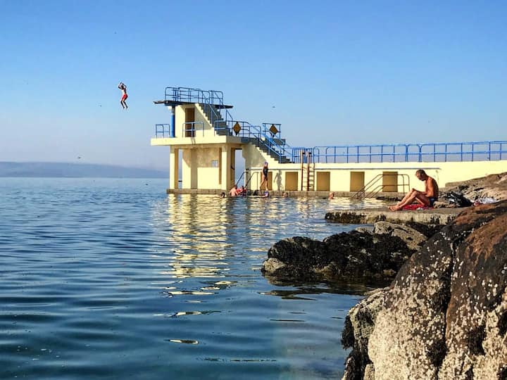 5 minutes from Salthill centre and Galway Bay