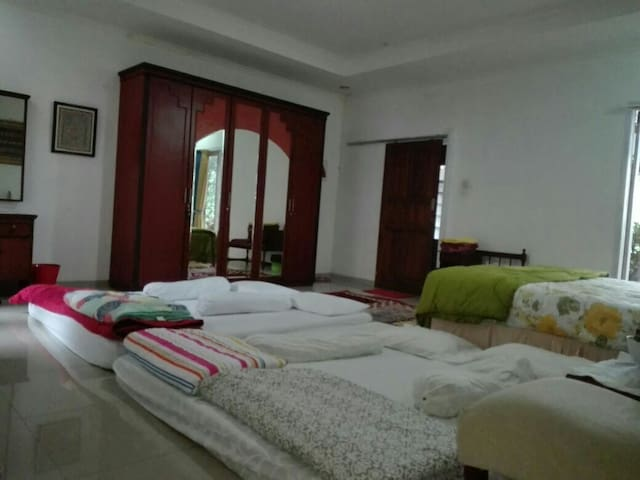 Large Room for Family/Group with Wifi & Breakfast!