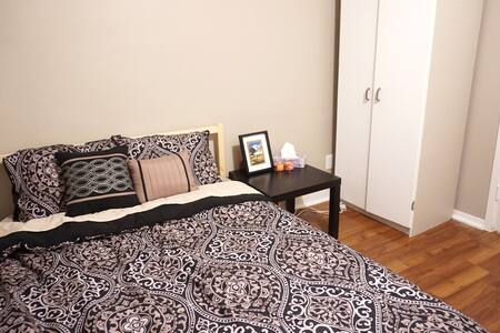Great Location! Lovely room with full sized bed. - Thunder Bay - Talo