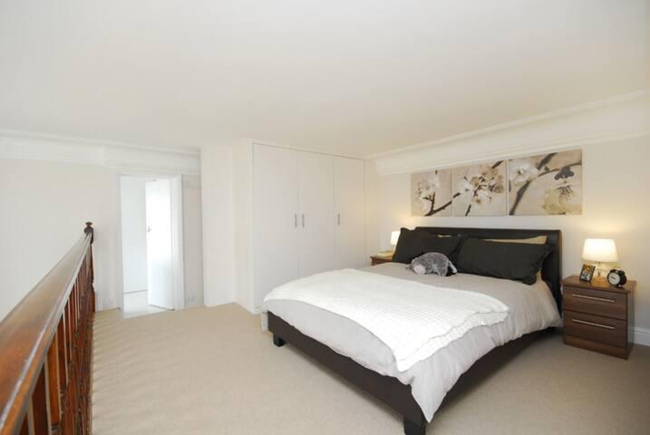 Stylish & Comfortable Flat in Kensington