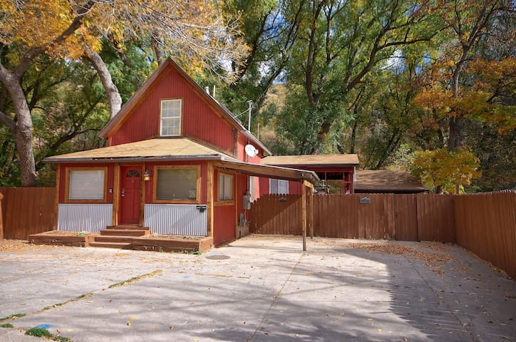 River Access Home in Downtown Manitou Springs - Manitou Springs