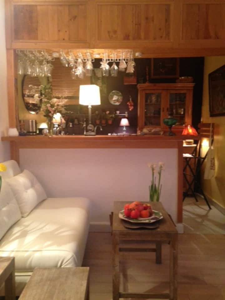 Large studio at the heart of the Marais