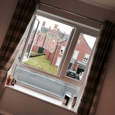 A room with a view, Acklam Hall - Middlesbrough - Rumah
