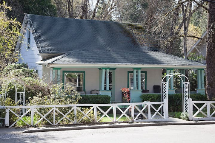 Sweet Bedroom/Bath for 2, Downtown NC - Nevada City - Huis