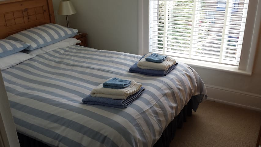 Gray's Inn B&B - double en-suite room - Cowes - Oda + Kahvaltı