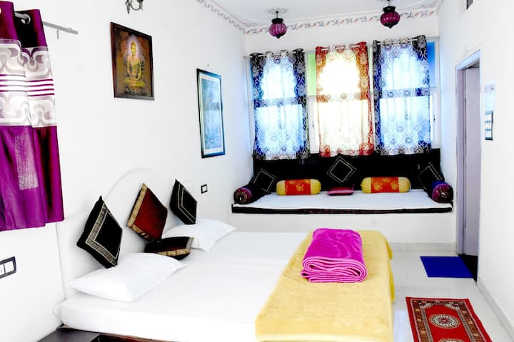 bansi niwas private room with lake view