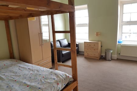 Spacious room with great transport access