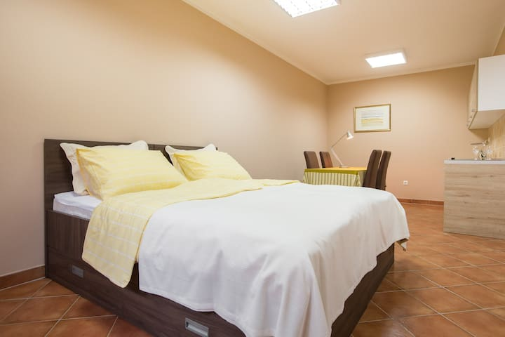 Yellow Hill Apartments 4 - Zagreb - Huoneisto
