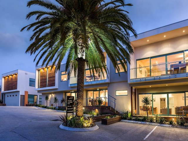 Deluxe Apartment at Luxury Anglesea Hotel