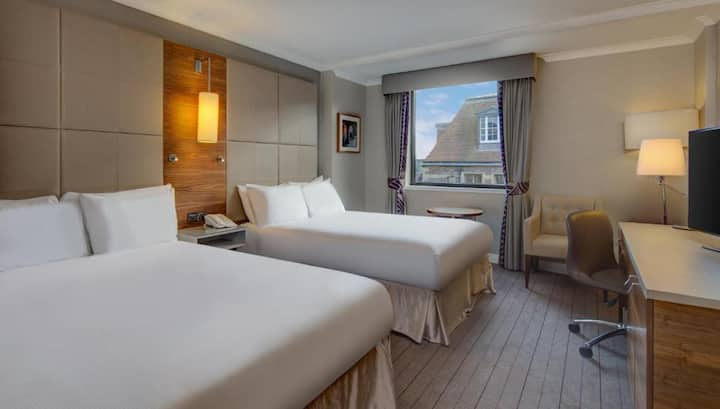 Essential and Business Travel Only: Cozy Twin Guest Room At Cambridge