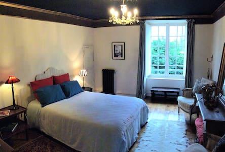 Chambres avec suite dans manoir au coeur du Berry
