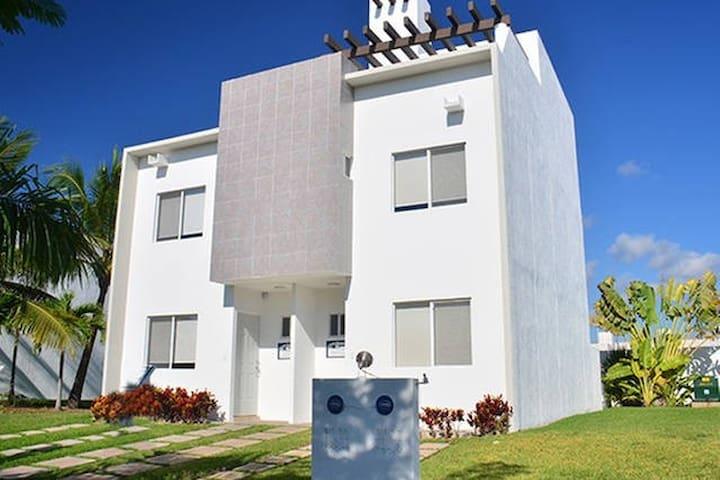 Comoda Tranquila y Práctica Habitación con Alberca - MX - Huis