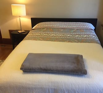 Cozy Charming Room in a Quiet West End near it All - Richmond - Ház