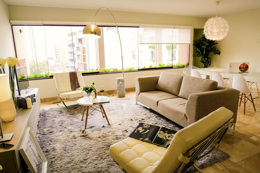 "LIVING ROOM - "" The place was amazing! It was very spacious and comfortable "" - She Da ( Toronto - Canada )"