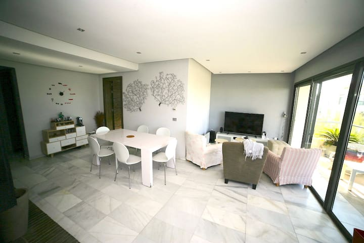 Beautiful 180sqm Apartment - with golf and pools