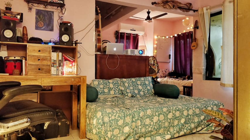 Cozy Cultural Haven in the Heart of Bandra