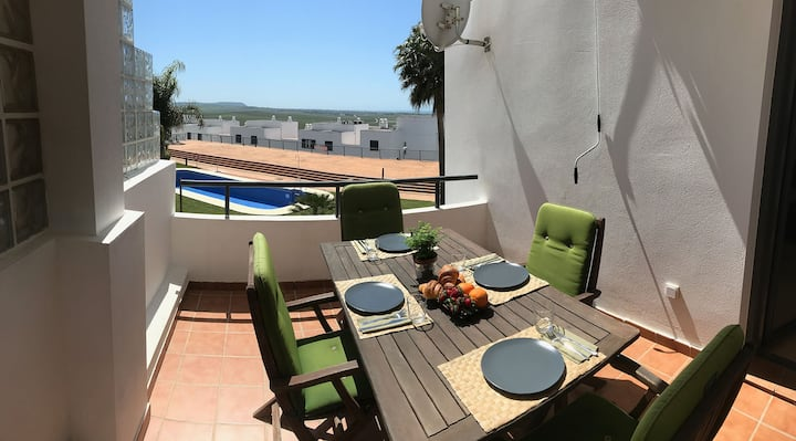 Lovely apartment with sea views/pool for 6, Conil