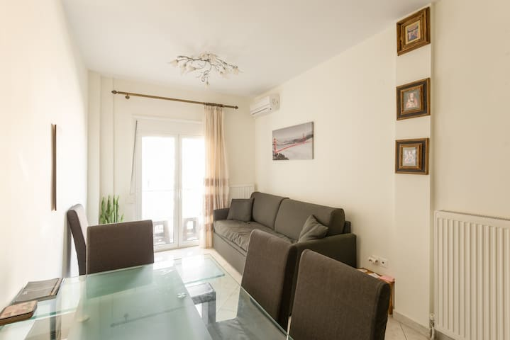 Modern apartment centrally located  5min from sea