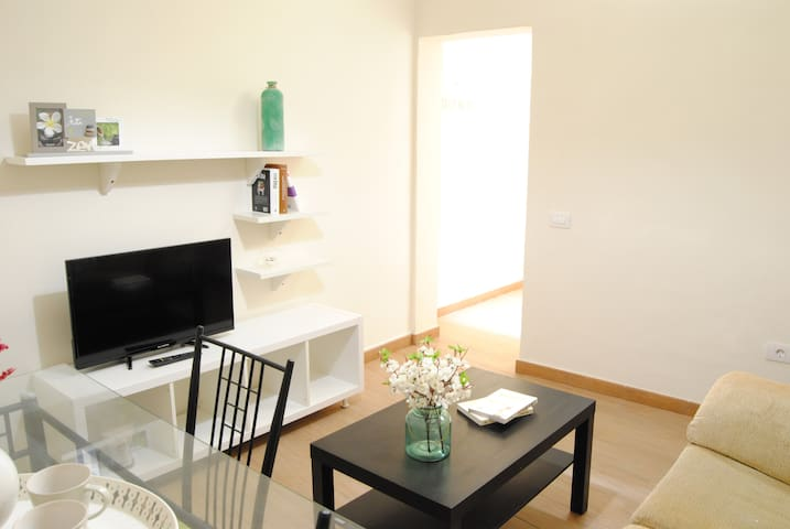 Sencilla sala de estar donde reposar el almuerzo