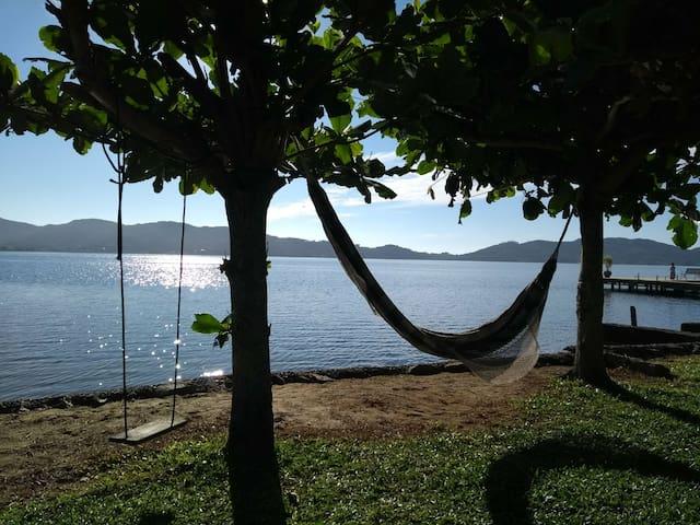 Casa com Praia Particular as Margens da Lagoa