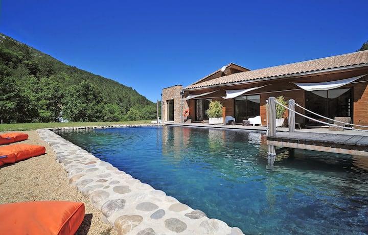 Eco-lodges / piscine naturelle / cadre d'exception