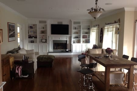 Traditional 4 Bedroom- Village of Quogue - Westhampton Beach - Huis