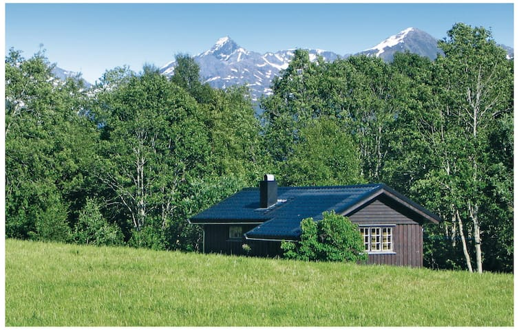 Holiday cottage with 1 bedroom on 40 m² in Isfjorden
