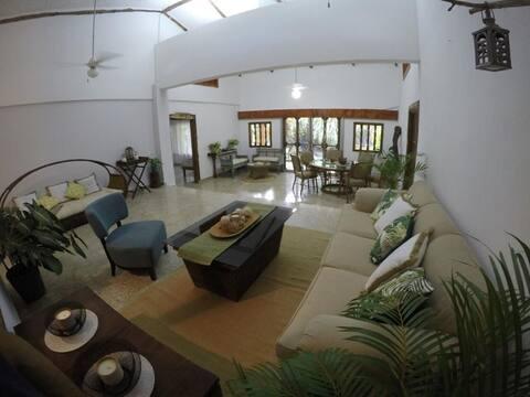 Casa estilo Chalet completamente amoblada, Chapala