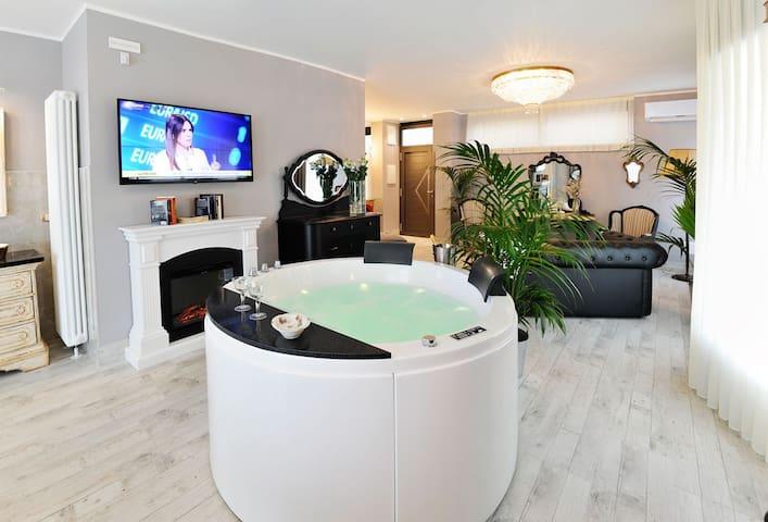 Veneto Suite Idromassaggio centro stanza- piscina