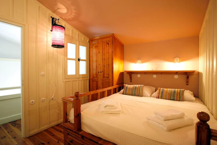 UPPER HOUSE_BEDROOM 2