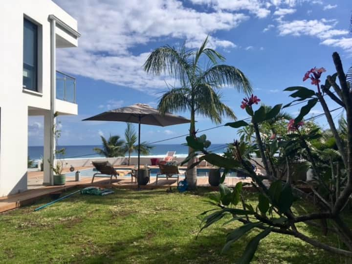 Villa architecte piscine -vue exceptionnelle lagon