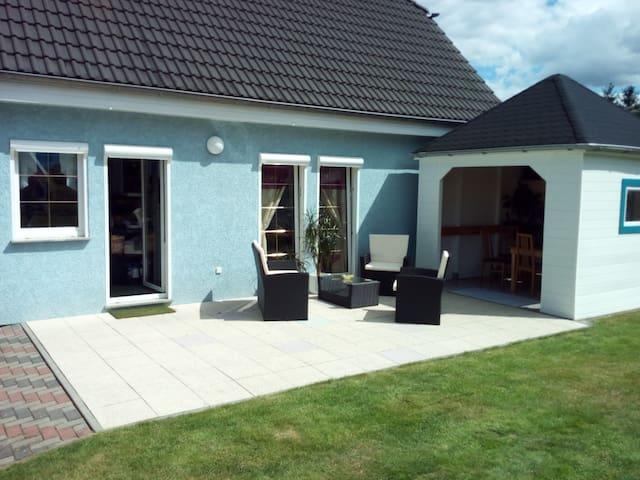 Familienfreundiches Haus mit Terasse/Garten/Teich - Bernau bei Berlin - Huis