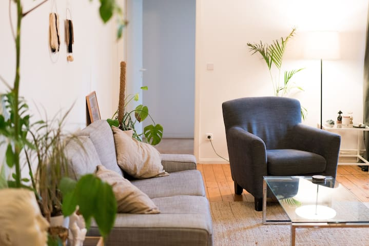 Huge room in Amazing apt - perfect Mitte location