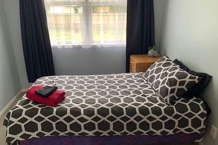 Cosy Home Stay with Dog - near Whakatāne town (LG)