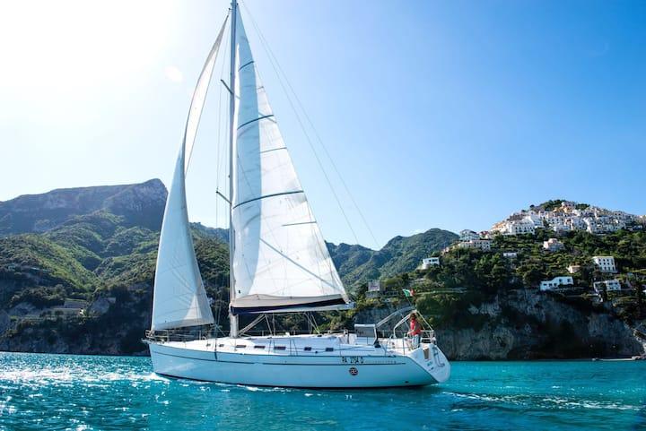 Barca a vela Cyclades 50.4 ormeggiata a Salerno