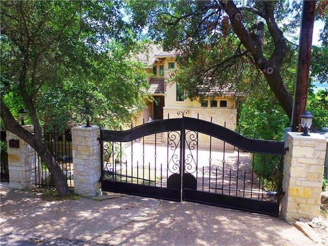 Stunning Lake View Estate - Austin