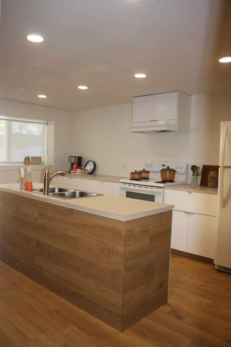 Full Kitchen includes dishwasher, microwave, oven range, and refrigerator and coffee Maker. BBQ upon Request