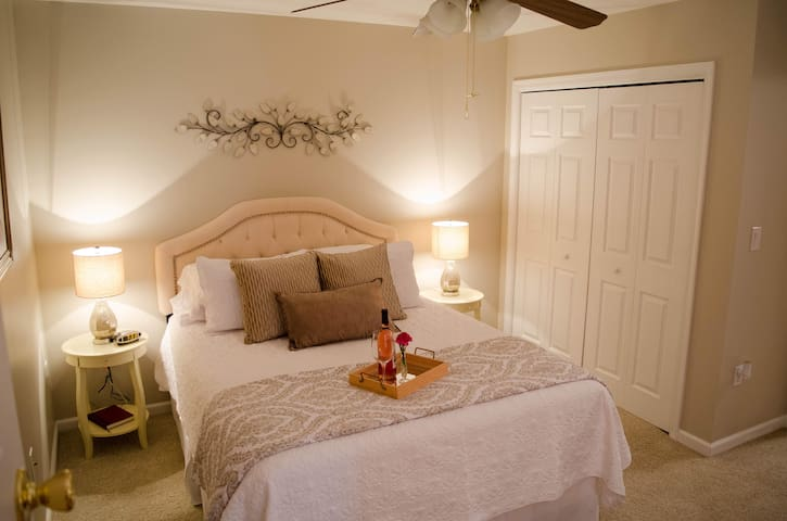 **Private Country Retreat mins from JMU & RMH**