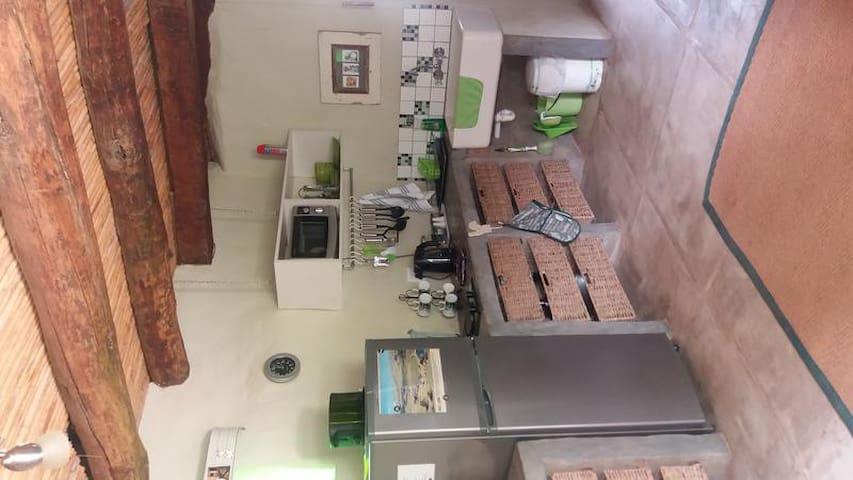 Die Plaashuisie:One-Bedroom House;kitchen area photo 2