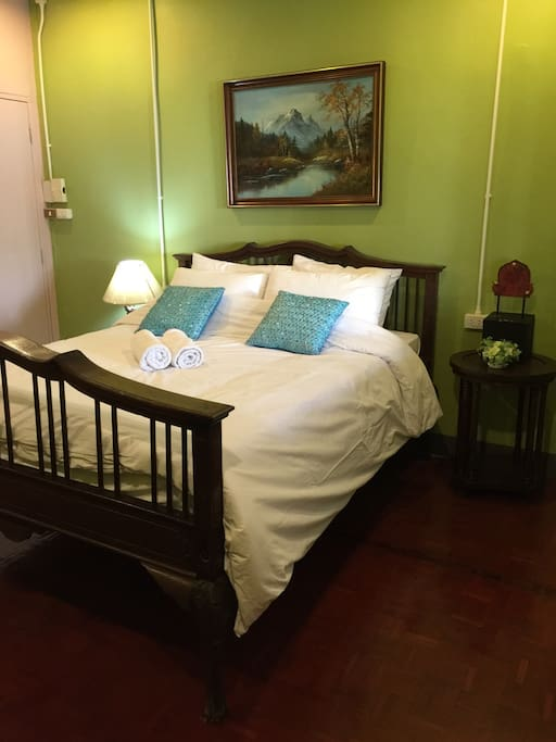 Bed room /queen bed /wardrobe /air conditioning
