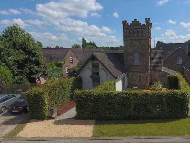 Very cosy cottage,old tower. Free parking,bycicles