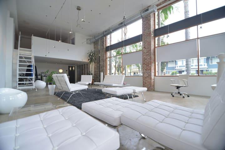 Modern Designed Artist Loft - Long Beach - Loft