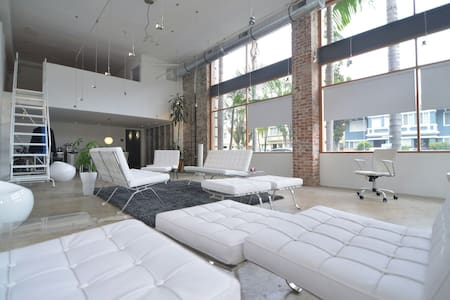 Modern Designer Artist Loft Dwntown - Long Beach