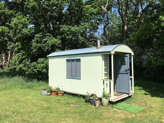 'Hilda' The Cosy Shepherd's Hut
