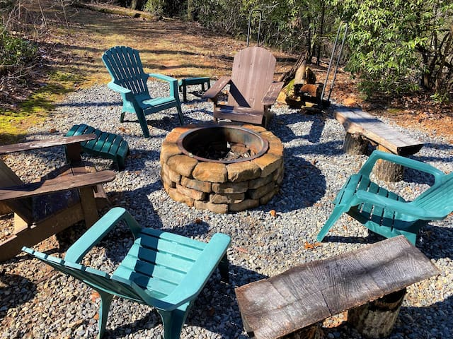 Helen Round House w/ Fire Pit + Mountain View!!