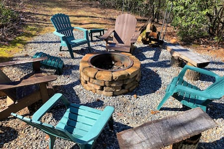 Helen Round House w/ Fire Pit + Mountain View