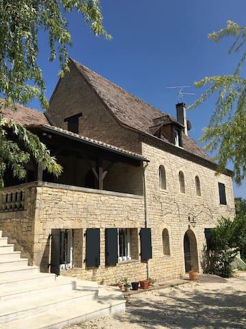 Maison en pierres avec piscine, proche Bergerac