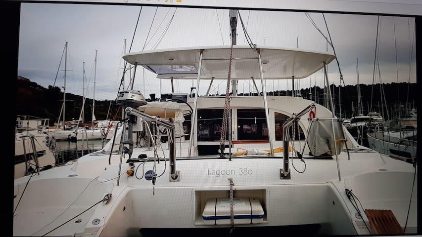 Catamaran Jaso direct in the Marina