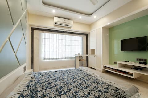 Relax/Work frm HomeAwayFrom  Home2-Nr Oberoi mall